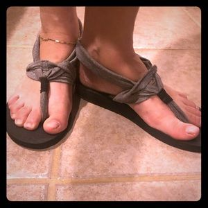 Size 10 yoga sketchers sandals